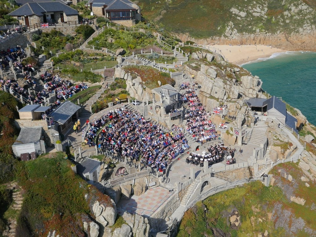 Watching a play at the Minack theatre – Biggsy Travels